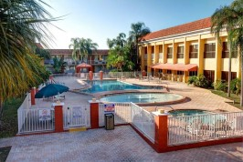 quality-inn-suites-conference port richey florida gill dawg marina tiki bar